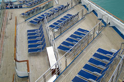 Κρεβάτια ήλιων στο ταχύπλοο σκάφος Στοκ Εικόνες