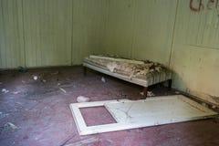 Κρεβάτι και πόρτα Στοκ Φωτογραφίες