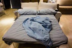 Κρεβάτι καναπέδων Στοκ φωτογραφία με δικαίωμα ελεύθερης χρήσης