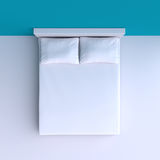 Κρεβάτι με τα μαξιλάρια και ένα κάλυμμα στο δωμάτιο γωνιών, τρισδιάστατη απεικόνιση Στοκ Εικόνες