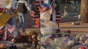 Κρεβάτι των λουλουδιών ως μνημείο μετά από την επίθεση τρόμου στο Λας Βέγκας - ΗΠΑ 2017 φιλμ μικρού μήκους