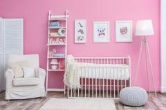Κρεβατοκάμαρα μωρών με τις εικόνες των ζώων Στοκ Φωτογραφία