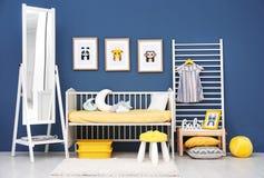 Κρεβατοκάμαρα μωρών με τις εικόνες των ζώων Στοκ Εικόνες