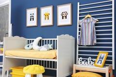 Κρεβατοκάμαρα μωρών με τις εικόνες των ζώων Στοκ φωτογραφία με δικαίωμα ελεύθερης χρήσης