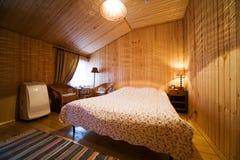 κρεβατοκάμαρα ξύλινη στοκ εικόνα με δικαίωμα ελεύθερης χρήσης