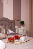 Κρεβατοκάμαρα του ξενοδοχείου Ares Στοκ εικόνα με δικαίωμα ελεύθερης χρήσης