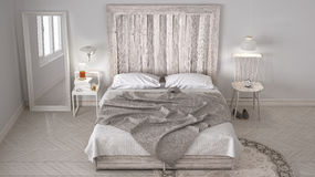Κρεβατοκάμαρα DIY, κρεβάτι με ξύλινο headboard, Σκανδιναβικό άσπρο eco γ ελεύθερη απεικόνιση δικαιώματος