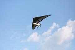 Κρεμάστε την ολίσθηση πετά στον ουρανό Στοκ Εικόνα