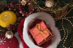 Κρεμαστό κόσμημα Χριστουγέννων και κουδούνι Χριστουγέννων Στοκ εικόνα με δικαίωμα ελεύθερης χρήσης