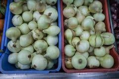 Κρεμμύδια στην υπεραγορά στοκ εικόνες με δικαίωμα ελεύθερης χρήσης