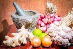 Κρεμμύδια, κρεμμύδια, λεμόνι, κονίαμα πιπεροριζών Στοκ Εικόνα