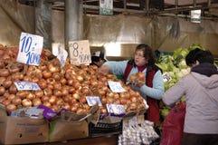 Κρεμμύδια στην αγορά Στοκ Εικόνες
