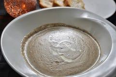 κρεμώδης σούπα μανιταριών στοκ εικόνα με δικαίωμα ελεύθερης χρήσης