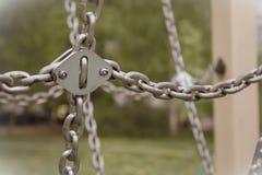 Κρεμώντας αλυσίδες μετάλλων στοκ φωτογραφία με δικαίωμα ελεύθερης χρήσης