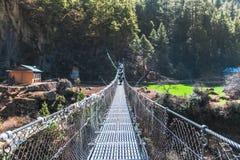 Κρεμώντας γέφυρα αναστολής στο Νεπάλ Στοκ φωτογραφία με δικαίωμα ελεύθερης χρήσης