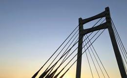 Κρεμώντας γέφυρα στο σούρουπο Στοκ Φωτογραφία