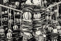 Κρεμώντας διακόσμηση του ξηρού ασβέστη, λεμόνι, κανέλα, άχρωμη Στοκ Φωτογραφίες