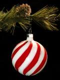 κρεμώντας διακόσμηση Χριστουγέννων Στοκ Εικόνα