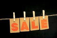 Κρεμώντας ετικέττες πώλησης Στοκ φωτογραφία με δικαίωμα ελεύθερης χρήσης