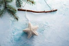 Κρεμώντας διακόσμηση αστεριών Χριστουγέννων Στοκ εικόνες με δικαίωμα ελεύθερης χρήσης