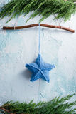 Κρεμώντας διακόσμηση αστεριών Χριστουγέννων Στοκ φωτογραφίες με δικαίωμα ελεύθερης χρήσης