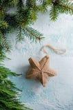 Κρεμώντας διακόσμηση αστεριών Χριστουγέννων Στοκ Εικόνες