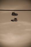 κρεμώντας παπούτσια Στοκ φωτογραφία με δικαίωμα ελεύθερης χρήσης