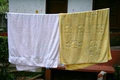 κρεμώντας πετσέτες Στοκ φωτογραφίες με δικαίωμα ελεύθερης χρήσης