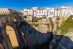 Κρεμώντας σπίτια στη Ronda, Μάλαγα, Ισπανία Στοκ εικόνα με δικαίωμα ελεύθερης χρήσης