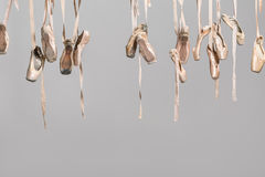 Κρεμώντας pointe παπούτσια Στοκ Εικόνες