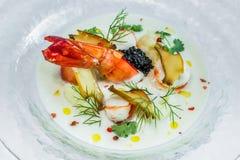 Κρεμώδης ιαπωνική σούπα με την τρούφα και Cavi αστακών Στοκ Εικόνα