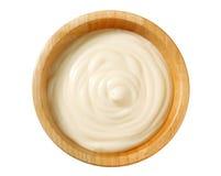 Κρεμώδης σάλτσα στο ξύλινο κύπελλο Στοκ εικόνες με δικαίωμα ελεύθερης χρήσης