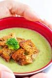 Κρεμώδης σούπα μπρόκολου & σέλινου στοκ φωτογραφίες
