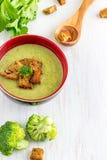 Κρεμώδης σούπα μπρόκολου & σέλινου στοκ εικόνα με δικαίωμα ελεύθερης χρήσης