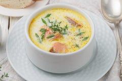 Κρεμώδης σούπα ψαριών με το σολομό στοκ φωτογραφία με δικαίωμα ελεύθερης χρήσης