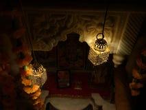 Κροτίδες πυρκαγιάς κατά τη διάρκεια Diwali στοκ εικόνες