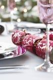 Κροτίδα Χριστουγέννων να δειπνήσει στον πίνακα Στοκ εικόνα με δικαίωμα ελεύθερης χρήσης