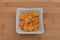 Κροτίδες Goldfish στο κύπελλο Στοκ εικόνα με δικαίωμα ελεύθερης χρήσης