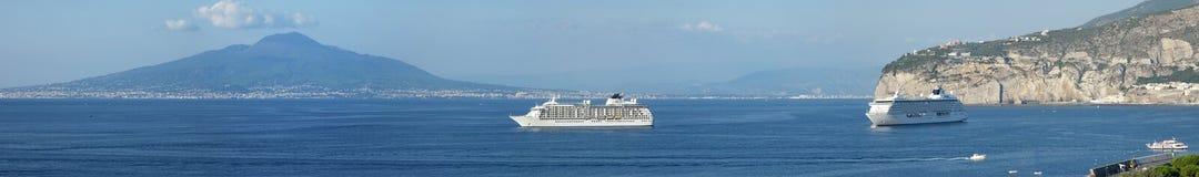 κρουαζιέρας σκάφη Βεζού&b Στοκ φωτογραφίες με δικαίωμα ελεύθερης χρήσης