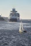 Κρουαζιέρα και πανί γιοτ Λιμάνι του Stavanger Νορβηγία Πλάτη ναυσιπλοΐας Στοκ φωτογραφία με δικαίωμα ελεύθερης χρήσης