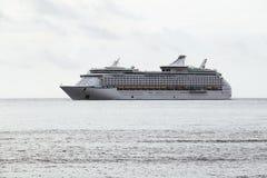 Κρουαζιέρα πολυτέλειας για τον τουρισμό στον ωκεανό Στοκ εικόνες με δικαίωμα ελεύθερης χρήσης