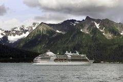 Κρουαζιερόπλοιο που αφήνει Seward Στοκ Εικόνες