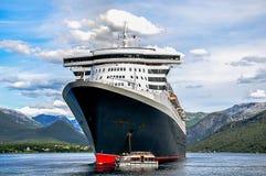 Κρουαζιερόπλοιο με τις προσφορές Στοκ Φωτογραφίες