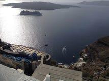 Κρουαζιερόπλοιο σε Santorini Στοκ φωτογραφία με δικαίωμα ελεύθερης χρήσης