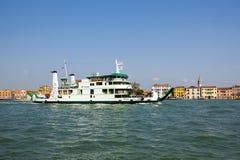 Κρουαζιερόπλοιο στο μεγάλο κανάλι, Βενετία Στοκ φωτογραφία με δικαίωμα ελεύθερης χρήσης