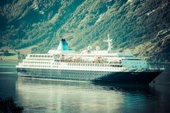 Κρουαζιερόπλοιο στο φιορδ Geiranger, Νορβηγία στις 5 Αυγούστου 2012 Στοκ Εικόνες