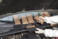 Κρυμμένα φάρμακα σε ένα διαμέρισμα οχημάτων Στοκ Φωτογραφία