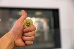 Κρυπτογραφημένη η Bitcoin ανταλλαγή χρημάτων χρημάτων εικονική σκέπτεται μέλλον στοκ φωτογραφία με δικαίωμα ελεύθερης χρήσης