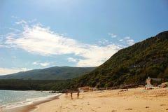 Κρυστάλλινα νερά της παραλίας Galapinhos στη Λισσαβώνα στοκ φωτογραφία με δικαίωμα ελεύθερης χρήσης