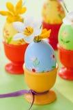 Κρόκος στα χρωματισμένα αυγά Πάσχας Στοκ Εικόνες